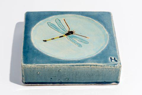Udsmykningssten_ 20x20x5cm._lys blå med vandspejl og turkis guldsmed