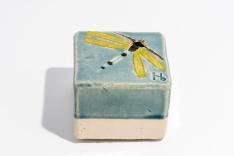 Udsmykningssten_10x10x7cm_lys blå blank_limefarvet guldsmed