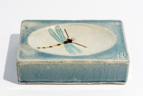 Udsmykningssten_14x21x5,5cm._Lys blå blank_med vandspejl og guldsmed